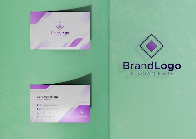 Papel de maqueta de tarjeta de visita con logotipo de identidad