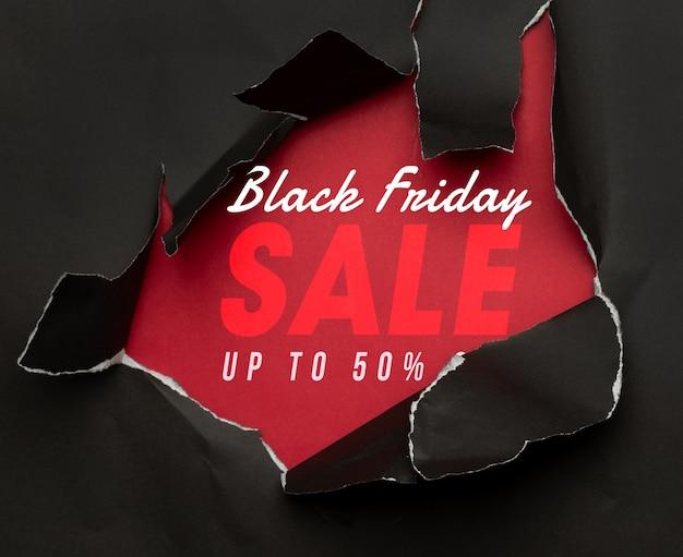 Papel rasgado negro y la maqueta de venta de viernes negro de texto