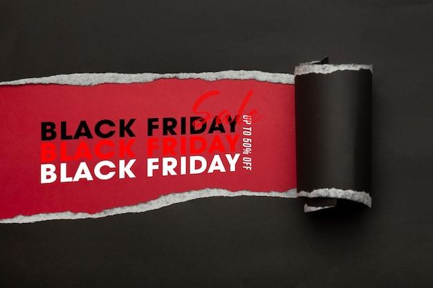 Papel rasgado negro y la plantilla de maqueta de venta de viernes negro de texto