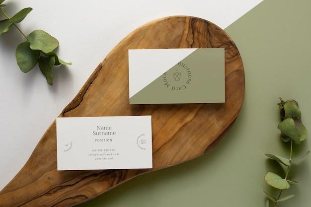 Papelería de vista superior en madera