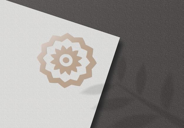 Paper logo mockup op zwarte achtergrond mockup