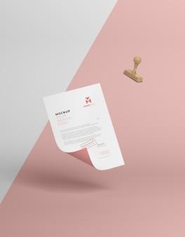 Papier en zegel mock-up arrangement
