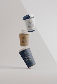Papieren koffie branding levitatie mockup