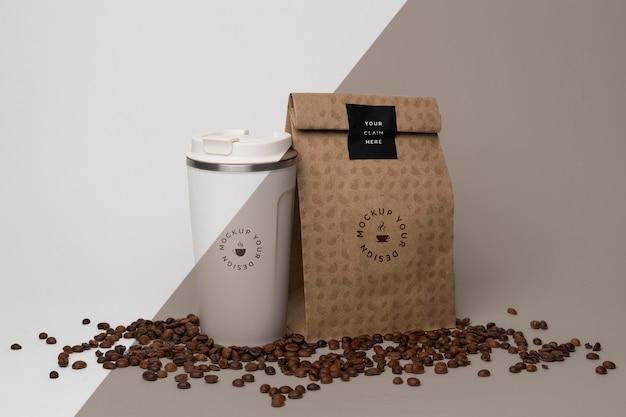 Papieren zak met koffiemodel Gratis Psd