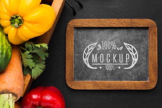Paprika's en wortelen lokaal geteelde groenten mock-up