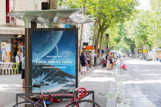 Parada de autobús al aire libre maqueta de publicidad