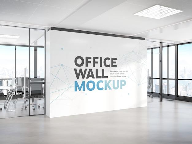 Parete in bianco in ufficio brillante mockup