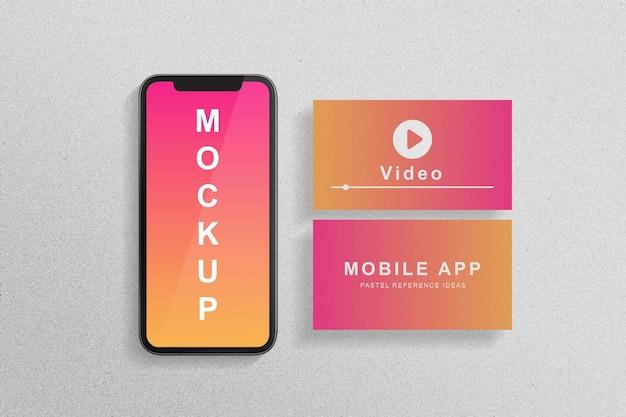 Pastel smartphone en papieren mockup ontwerpweergave
