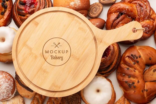 Pastelería vista superior y tablero de madera.