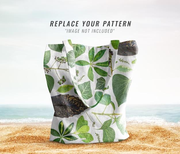 Patrón de bolso de mano en la maqueta de playa