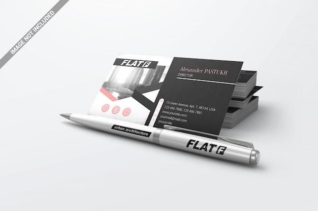 Pen met stapel visitekaartjes mockup