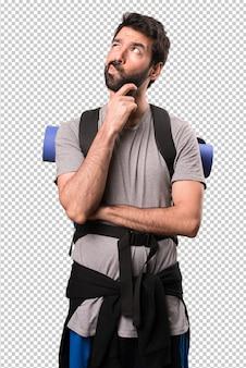 Pensamiento guapo mochilero