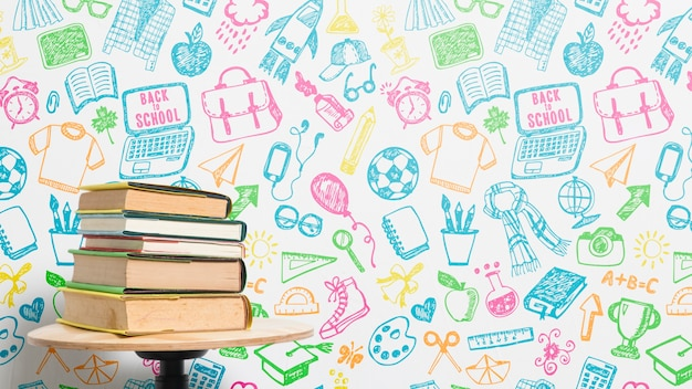 Pila di libri di vista frontale con sfondo colorato