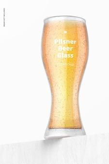 Pilsner bierglas mockup, lage hoekweergave