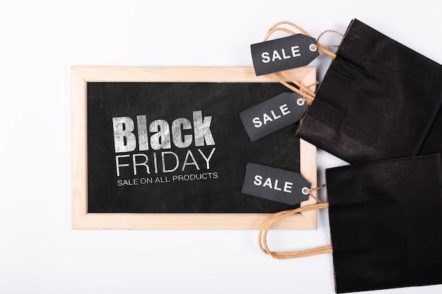 Pizarra negra con promoción de viernes negro
