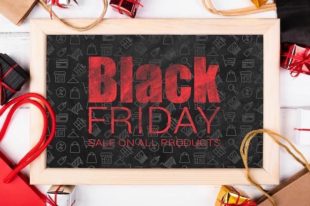 Pizarra con texto informativo para el viernes negro