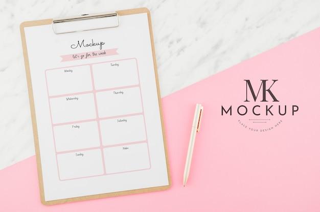 Planificador semanal de vista superior con maqueta
