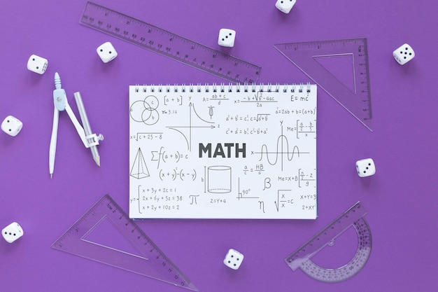 Plano de cuaderno con dados y diferentes reglas