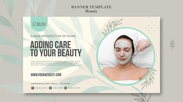 Plantilla de banner para cuidado de la piel y belleza con mujer.