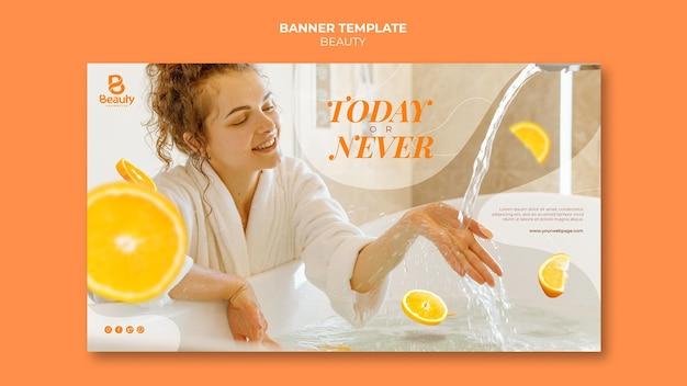 Plantilla de banner para el cuidado de la piel de spa en casa con mujer y rodajas de naranja