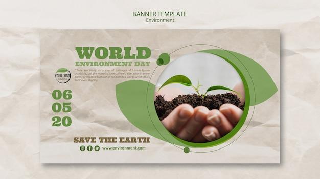 Plantilla de banner del día mundial del medio ambiente con manos sosteniendo la planta