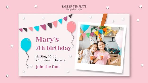 Plantilla de banner de feliz cumpleaños con guirnaldas y globos