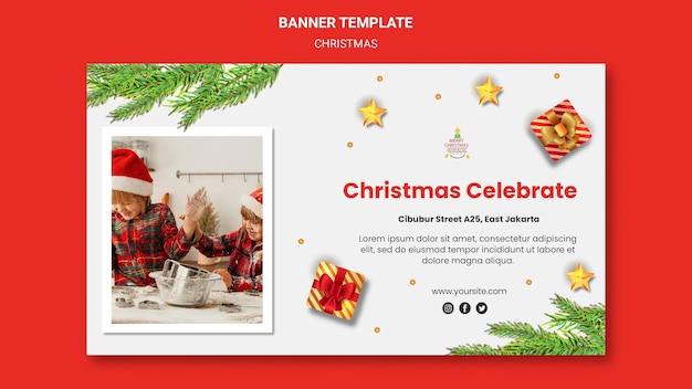Plantilla de banner para fiesta de navidad con niños con gorros de santa