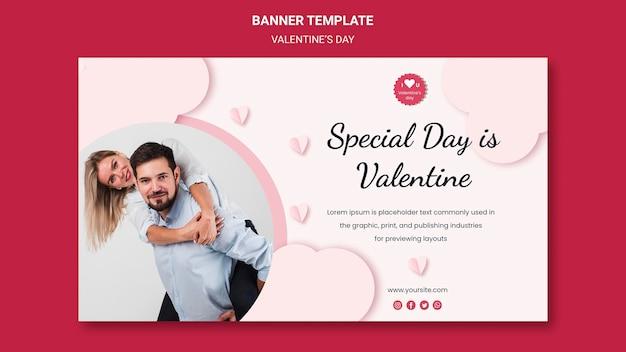 Plantilla de banner horizontal para el día de san valentín con pareja enamorada