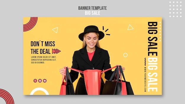 Plantilla de banner horizontal para gran venta con mujer y bolsas de compras.