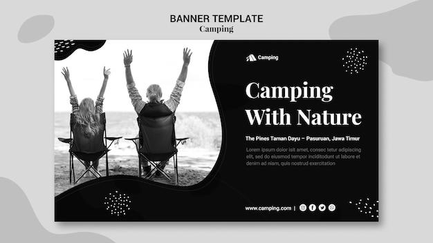 Plantilla de banner monocromo para acampar con pareja