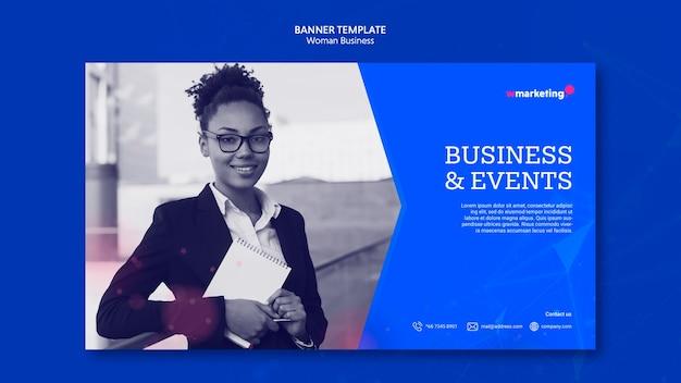 Plantilla de banner con mujer de negocios