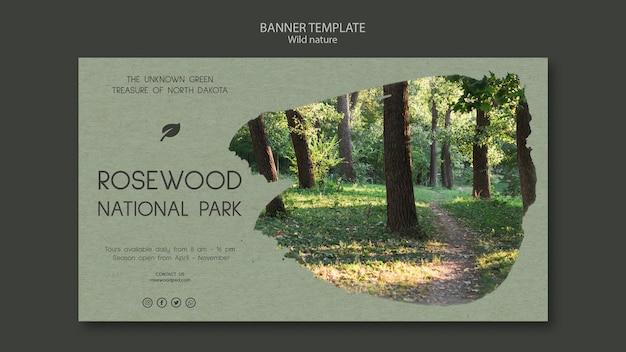 Plantilla de banner del parque nacional de rosewood con naturaleza y árboles