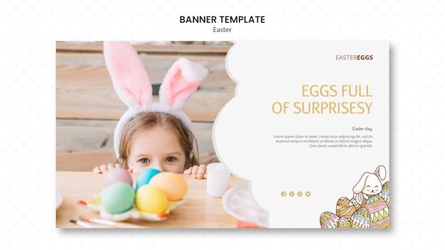 Plantilla de banner para pascua con niño con orejas de conejo