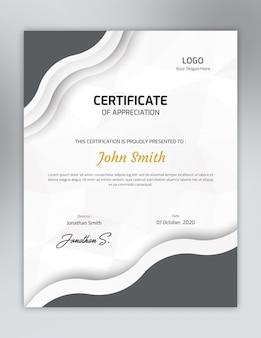 Plantilla de certificado de color gris vertical con un patrón de polígono