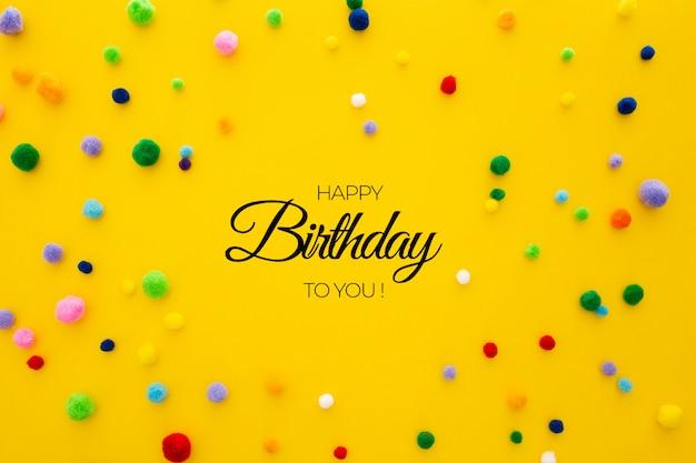 Plantilla de cumpleaños sobre fondo amarillo