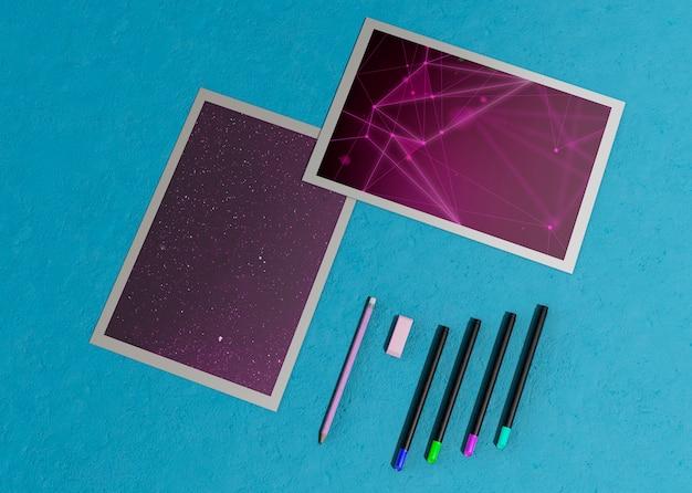 Plantilla de diseño de folleto maqueta enmarcada y lápices