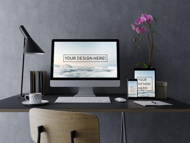 Plantilla de diseño de maqueta de escritorio, tableta y teléfono inteligente premium con pantalla editable en el moderno espacio de trabajo con interiores en negro