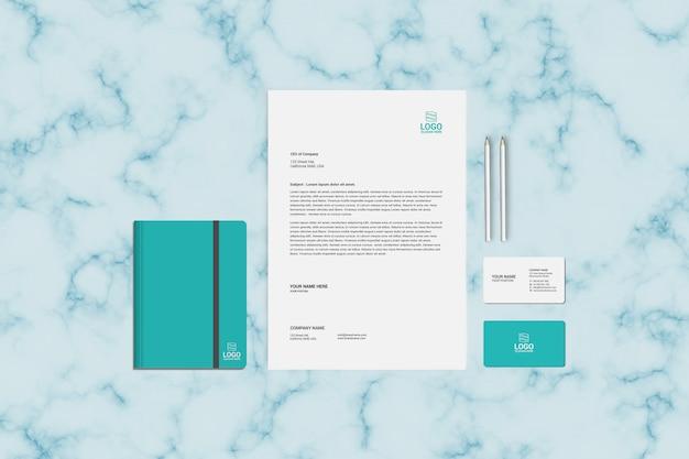 Plantilla de maqueta con membrete, cuaderno y tarjeta de visita