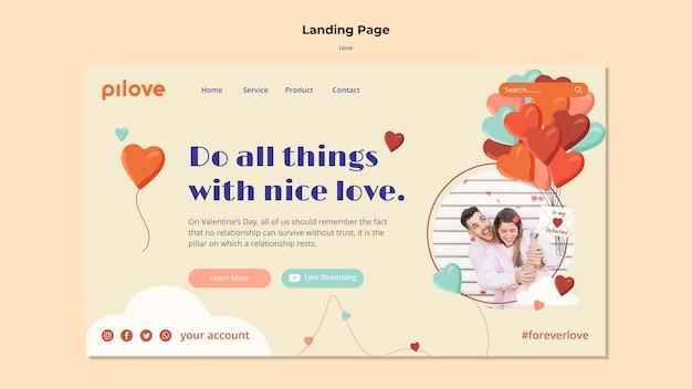 Plantilla de página de destino para el amor con pareja romántica y corazones.