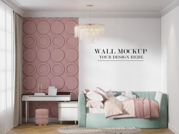Plantilla de pared en habitación infantil de color verde y rosa.