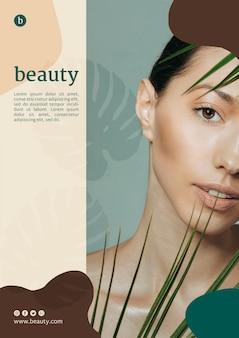 Plantilla de póster de belleza con una mujer