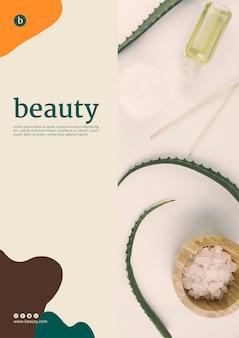 Plantilla de póster de belleza con productos de belleza