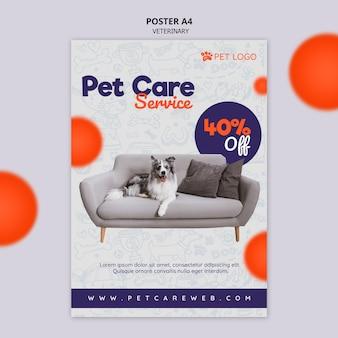 Plantilla de póster para el cuidado de mascotas con perro sentado en el sofá