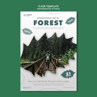 Plantilla de póster del día de los bosques creativos