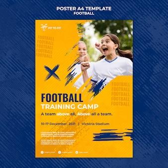 Plantilla de póster para entrenamiento de fútbol infantil.