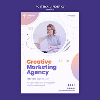 Plantilla de póster de marketing creativo
