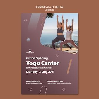 Plantilla de póster para práctica y ejercicio de yoga.