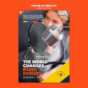 Plantilla de póster vertical para el día mundial de la radio con locutor y micrófono