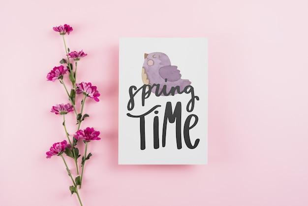 Plantilla de tarjeta para primavera con flores
