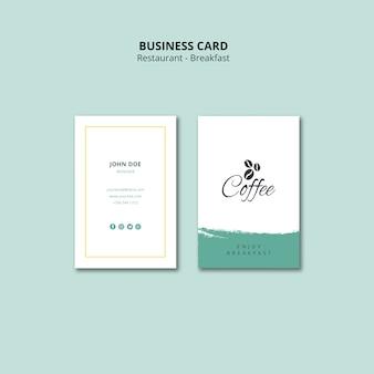 Plantilla de tarjeta de visita vertical de restaurante de desayuno